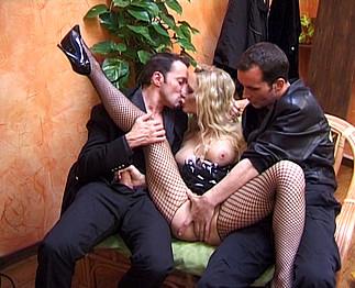 photo de double p�n�tration présente dans la video sexe