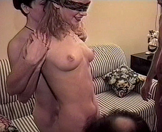 Téléchargement de Minette blonde baisée en gang bang