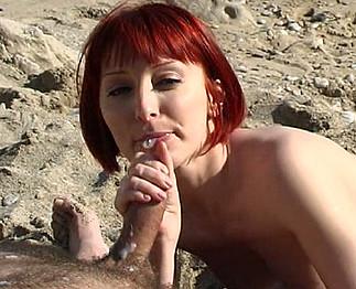 Mahylis :  Jeune française rousse baise sur une plage