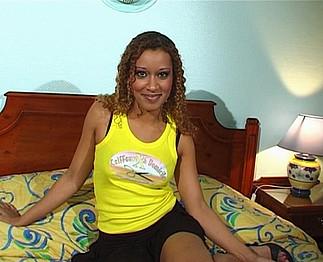 Téléchargement de Coiffeuse X avec Alicia Lopez