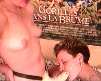 Téléchargement de Lesbienne fistée et baisée par un gode ceinture