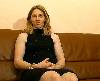Téléchargement de Esther se fait sodomiser dans son premier porno