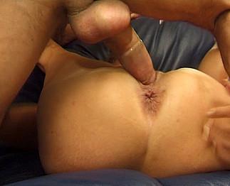Mature femme fontaine avec une bite dans le cul