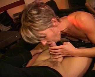 Grosse soirée de sexe dans un club échangiste
