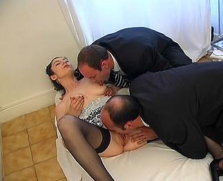 Une arabe française baisée en trio avec un député