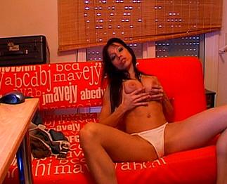 Gigi Love - Bombe latine fait un show érotique
