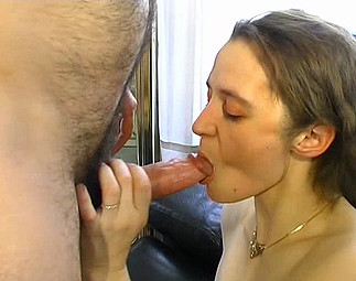 Une chatte touffue et enculée dans son 1er porno