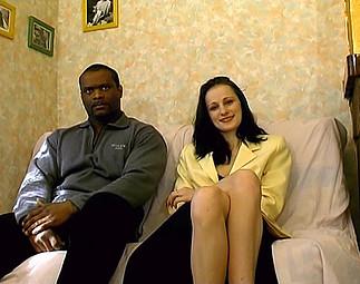 Téléchargement de Estelle tente la sodo avec Roger en casting