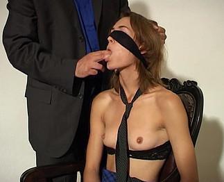 Téléchargement de Belle blonde fine et élancée se tape un homme...