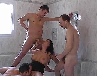 3 ouvriers se tapent la proprio, ronde et pulpeuse