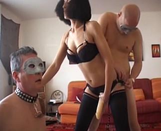 Video porno La salope arabe qui s'éclate avec trois bisexuels