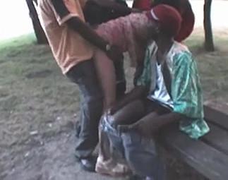 Une bourgeoise prise dans une tournante de blacks
