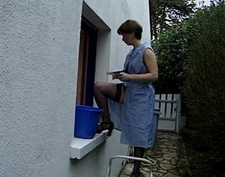 Femme de ménage se fait enculer par le jardinier