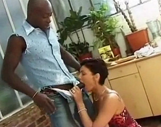 Beau black pour vieille chaude en manque de sexe