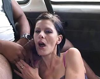 Exhibition devant routiers et orgie en voiture