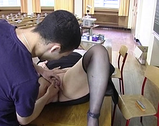 La grosse prof se fait tirer par ses élèves