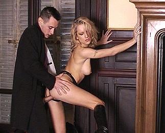 Angela Crystal blonde à forte poitrine 3