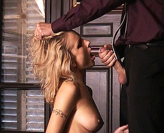 Angela Crystal blonde à forte poitrine 4