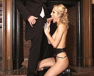 Angela Crystal blonde à forte poitrine 1