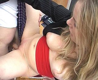 Video porno Elle n'a que 19 ans et pourtant...