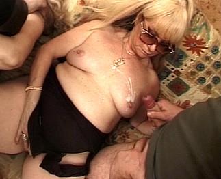 2 vieilles aux gros seins