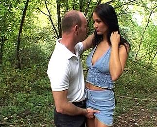 Sandra Romain auto-stoppeuse enculée dans les bois 2