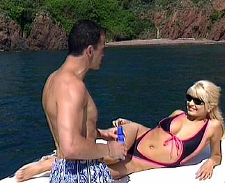 Lea Martini : 2 touristes baisées sur la Côte d'Azur
