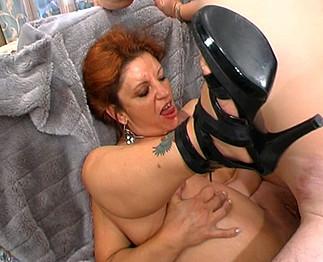 Vieille femme mariée se fait casser le cul