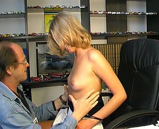 Etudiante russe baisée par son prof et son mec