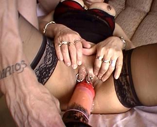 On se baise une vieille salope aux gros seins perverse, hard !