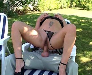 Femme mûre avec d'énormes nichons baisée